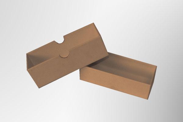 Caja de cartón alargada